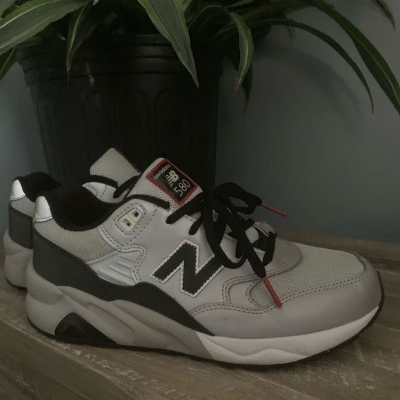 hot sale online 6c328 28ad1 Silver new balance 580